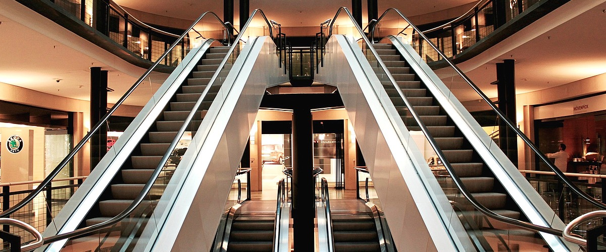 Rolltreppen in einer Shopping Mall